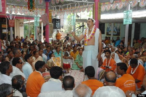 Surrounded by devotees a Kirtanja (Singer) singing Baishnav reli