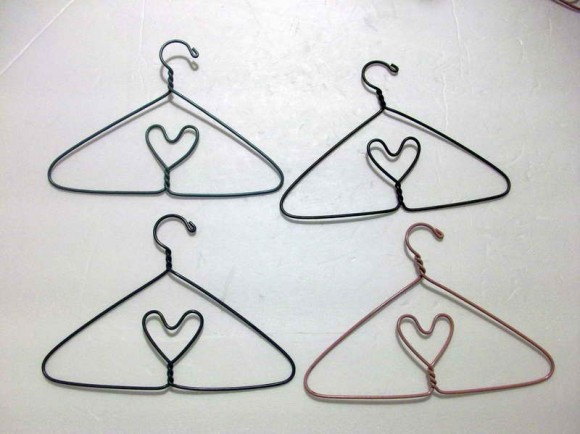 Wire-Clothes-Hangers-with-doll-clotehs-580x434