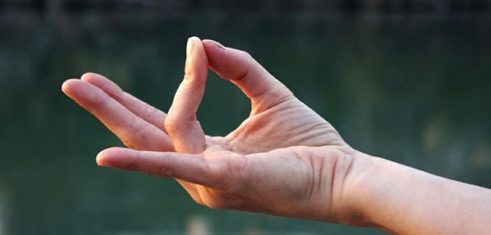Prithvi Mudra za zaštitu od negativne energije: Položaj prstiju koji donosi snagu
