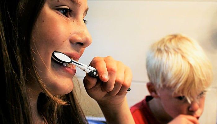 Napravite prirodnu zubnu pastu sa samo 4 sastojka!