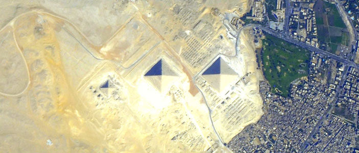 Pyramids-at-Giza-from-orbit-2