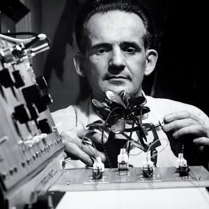 """Dr. Cleve Baxter – čovjek koji je mjerenjem poligrafom dokazao da biljke """"osjećaju"""" i uzbude se na različite načine kada im se približimo s dobrim ili lošim namjerama"""