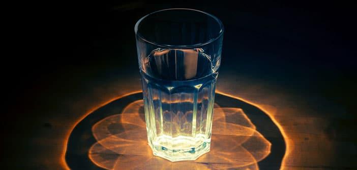 Kako detektirati negativne energije kod kuće koristeći čašu s vodom