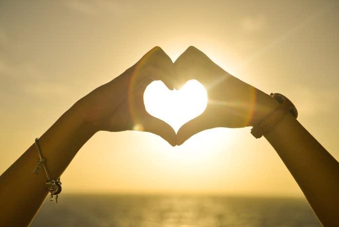 30 tehnika TAJNE za privlačenje ljubavi - Koristiti svaki dan!