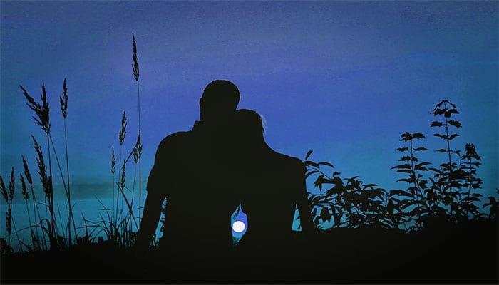 Kako biti u vezi s osviještenim i duhovnim muškarcem: Što on traži i što daje?