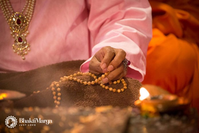 Project Mantra Paramahamsa Vishwananda mantra om Bhakti Marga