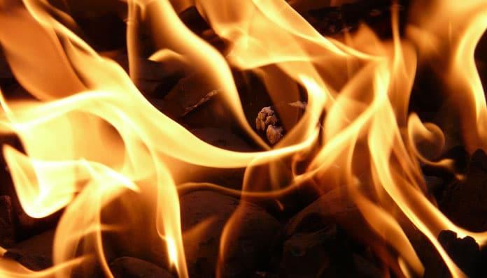 Pun Mjesec u Ovnu - U plamenu. Sagorjeli do pepela.