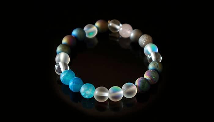 Plava svjetlost aure – Narukvica s plavim ahatom i 3 vrste kvarca