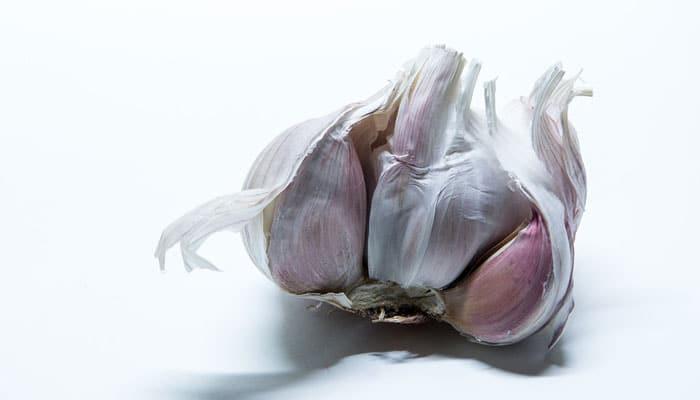 Što sve možemo liječiti češnjakom: A evo što će se dogoditi ako ga stavite u uho!