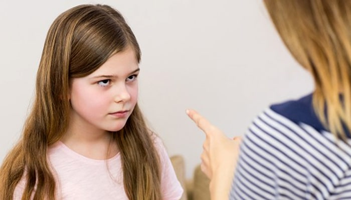 Želite uspješnu kćer? Neumorno joj zvocajte!