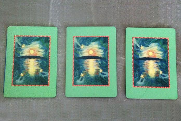 Odaberite jednu od tri skupine tarot karata i primite poruku koju vam šalje Svemir