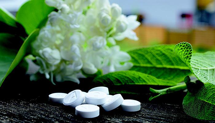 Doktor upozorava: Masovno korišteni lijekovi su štetni i nedjelotvorni, a EVO zašto nema više biljnih lijekova!