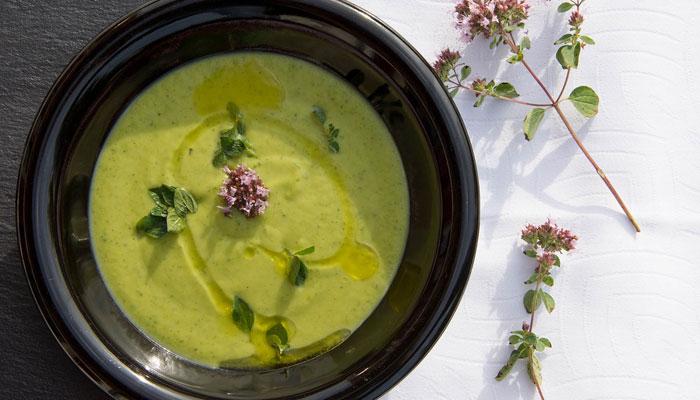 Izbacite otrove iz tijela, alkalizirajte organizam: Ova zelena krem juhica je spas! (RECEPT)