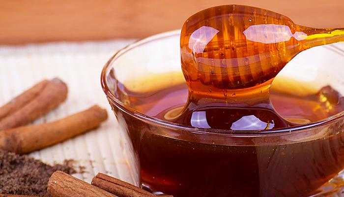 Med, voda i cimet: Kombinacija koja liječi srce, izbacuje kolesterol i smanjuje težinu! (RECEPT)