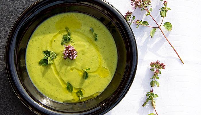 Detoks juha od zeleniša: Kad se spoje grašak, peršin, špinat i celer, nitko im nije ravan! (RECEPT)