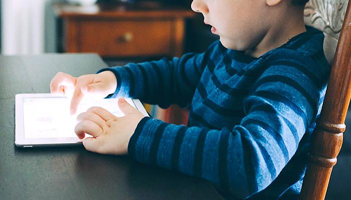 """Dječji neurolog oštro upozorio: """"5 godina gledam kako sami stvarate pseudoautizam kod djece!"""""""