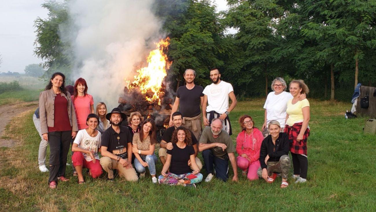 Grupna fotka seminara vatre malo zauzima